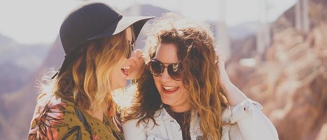zwei Frauen in Kommunikation